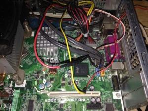 Conexiones a la fuente de poder. Amarillo: 12v Rojo: 5v